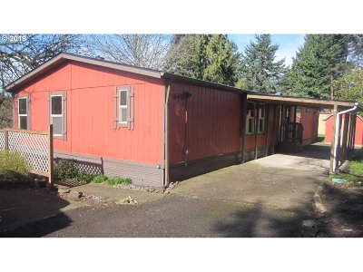 Clackamas OR Single Family Home For Sale: $144,500
