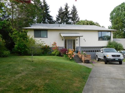 Myrtle Creek Single Family Home For Sale: 919 NE Laurance St