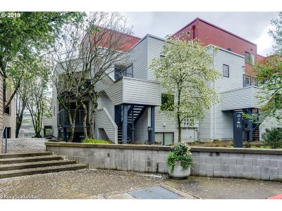 Condo/Townhouse For Sale: 720 NW Naito Pkwy #D22
