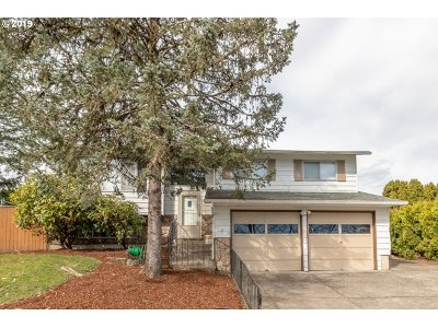 Gresham Single Family Home For Sale: 649 SE Paloma Ave