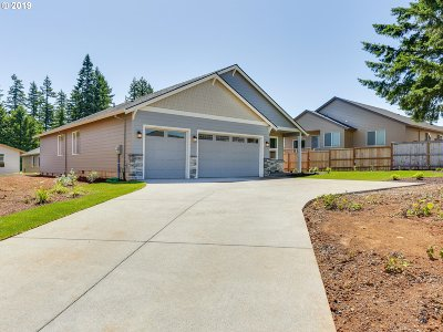 Clackamas County Single Family Home For Sale: 102 NE Overlook Ct