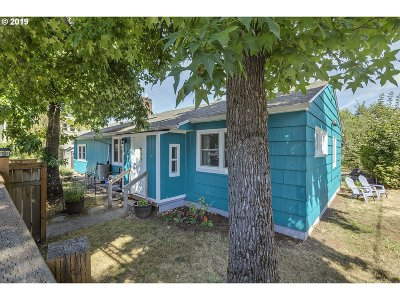 Portland Single Family Home For Sale: 7237 SE Center St