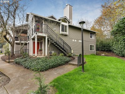 Lake Oswego Condo/Townhouse For Sale: 86 Kingsgate Rd #I-204