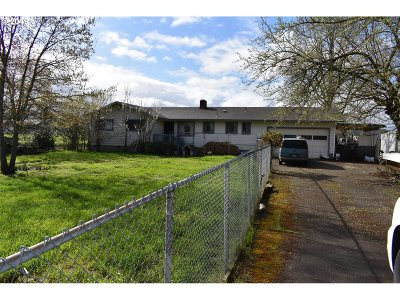 Roseburg Single Family Home For Sale: 667 Happy Valley Rd