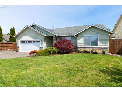 Sutherlin Single Family Home For Sale: 2704 Golfview Ave