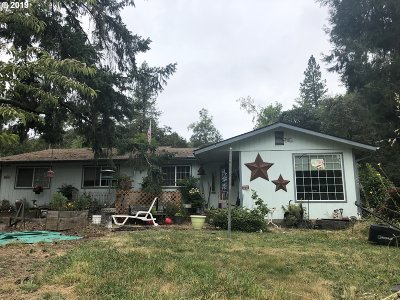 Roseburg Single Family Home For Sale: 965 Doerner Rd