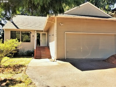 Portland Single Family Home For Sale: 19962 NW Quail Hollow Dr