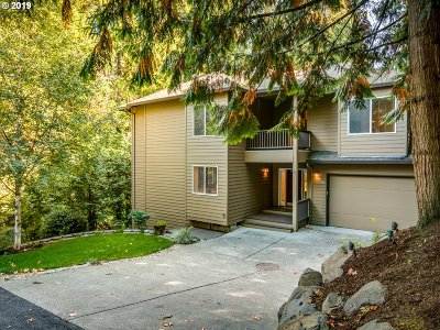 Portland Single Family Home For Sale: 11240 SW 35th Ave