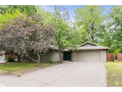 Portland Single Family Home For Sale: 8835 SW Bomar Ct