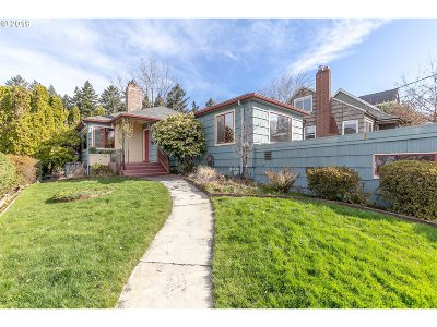 Portland Single Family Home For Sale: 4405 SE Center St