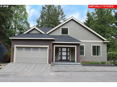 Portland Single Family Home For Sale: 3808 SW Mt. Adams Dr