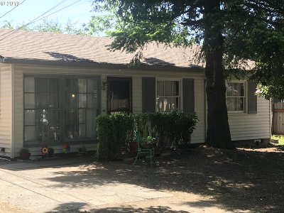 Single Family Home For Sale: 16844 SE Ivon St