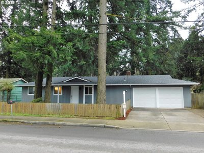 Portland Single Family Home For Sale: 18530 SE Yamhill St