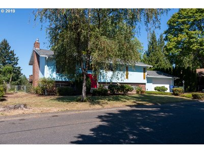 Clackamas County Single Family Home For Sale: 16761 SE Rock Creek Ct