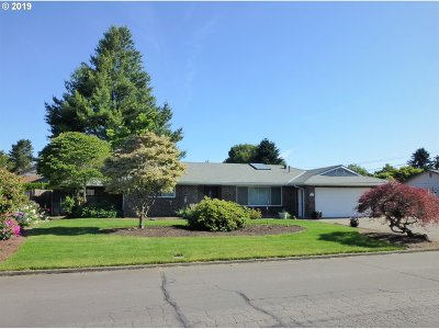 Milwaukie Single Family Home For Sale: 7121 SE Renada St