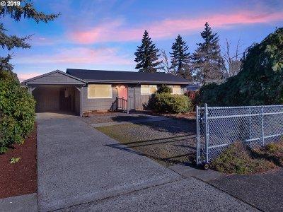 Single Family Home For Sale: 11725 NE Sacramento St