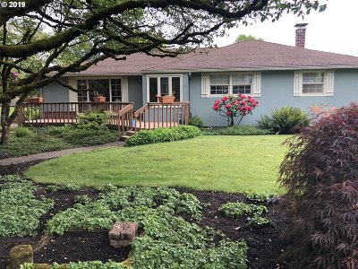 Milwaukie Single Family Home For Sale: 5802 SE Monroe St