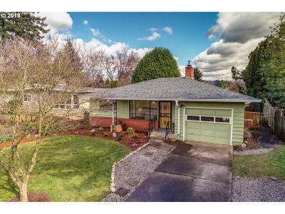 Milwaukie, Gladstone Single Family Home For Sale: 11114 SE 60th Ave