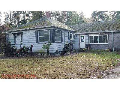 Milwaukie Single Family Home For Sale: 3118 SE Courtney Ave