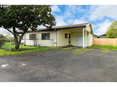 Roseburg Single Family Home For Sale: 112 Sisters Ln