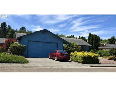 North Bend Single Family Home For Sale: 2468 Delores Ln