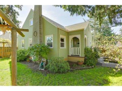 Portland Single Family Home For Sale: 3918 SE 72nd Ave