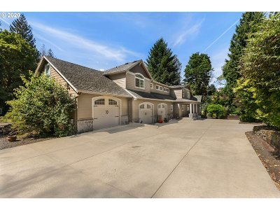 Portland Single Family Home For Sale: 7621 SE Barbara Welch Rd