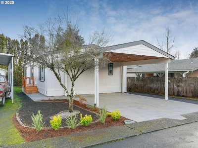 Oregon City Single Family Home For Sale: 18780 Central Point Rd #9