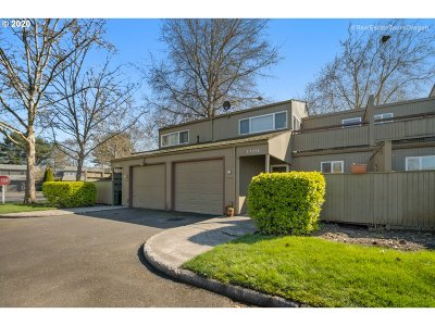Beaverton Condo/Townhouse For Sale: 17558 NW Rolling Hill Ln