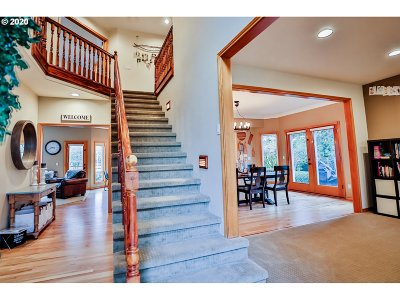 Gresham Single Family Home For Sale: 950 SE Arrow Creek Ln