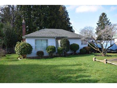Gresham Single Family Home For Sale: 927 NE Cleveland Ave