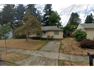 Portland Single Family Home For Sale: 3335 SE 116th Ave SE