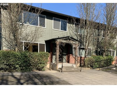 Portland Condo/Townhouse For Sale: 2301 SE Caruthers St #1