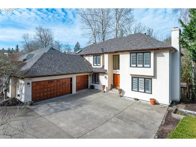 Portland Single Family Home For Sale: 10105 NW Engleman St