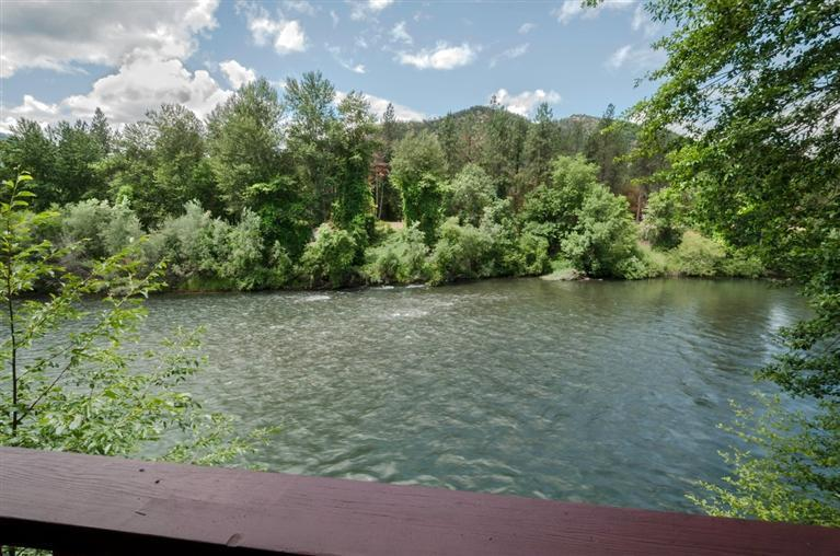Home on the Rogue River - Great Fishing Hole