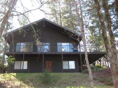 Eagle Point Single Family Home For Sale: 3230 Rogue River Drive