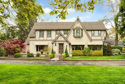 Medford Single Family Home For Sale: 2447 Hillcrest Road