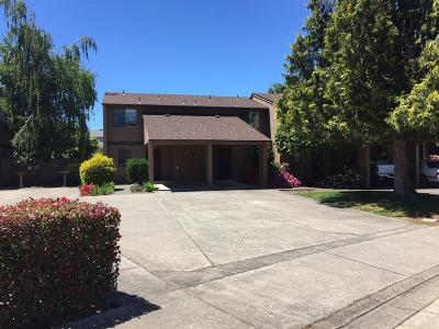 Grants Pass Condo/Townhouse For Sale: 1010 SE Camelot Drive