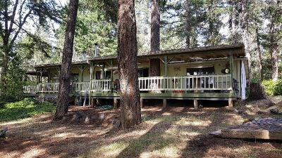 Josephine County Single Family Home For Sale: 320 Davis Creek Road