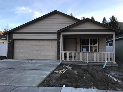 Rogue River Single Family Home For Sale: 241 Westbrook Drive