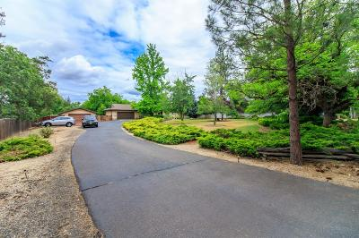 shady cove Single Family Home For Sale: 6675 Rogue River Drive