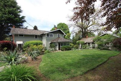 Medford Single Family Home For Sale: 227 N Berkeley Way