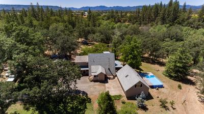 Eagle Point Single Family Home For Sale: 832 Mountain View Drive