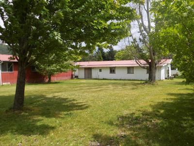 Shady Cove Multi Family Home For Sale: 196 Schoolhouse Lane