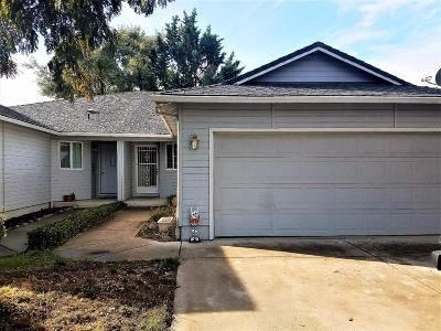 Central Point Single Family Home For Sale: 940 Brandi Way