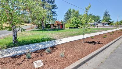 Medford Single Family Home For Sale: 300 S Modoc Avenue