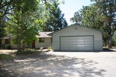 Merlin Single Family Home For Sale: 319 April Drive