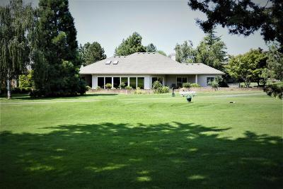 Medford Single Family Home For Sale: 45 Jack Nicklaus Road