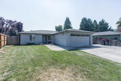 Central Point Single Family Home For Sale: 104 Shadow Wood Court