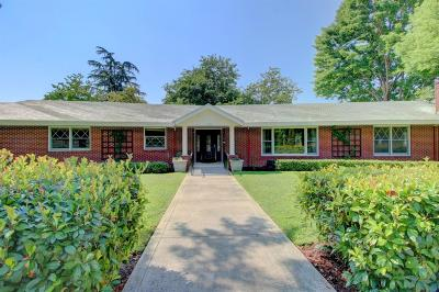 Medford Single Family Home For Sale: 2500 Country Club Drive